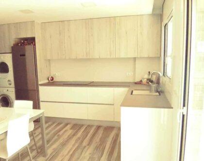 Cocina abierta, soluciones para viviendas pequeñas.